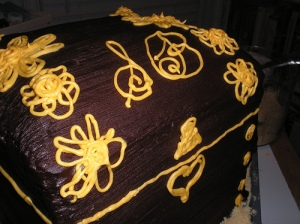 Treasure chest cake: monogram